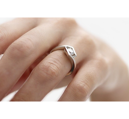 Brilliant Cut Ring - Crost on hand