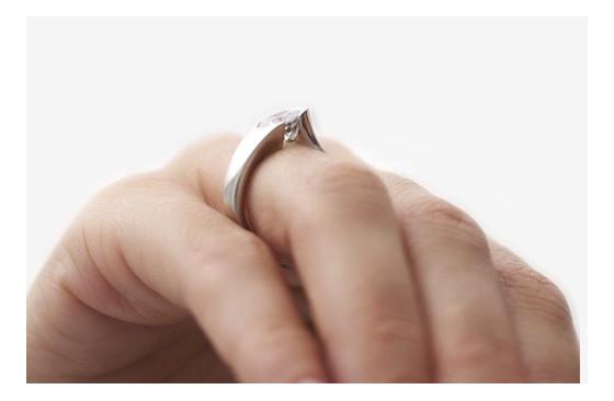 Brilliant Diamond Ring - Stellad on hand
