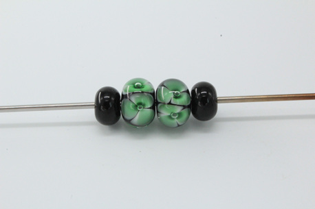 Bubble flower and spacer bead set - Green on black