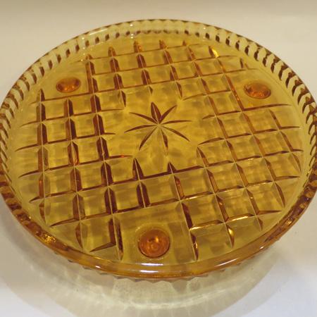 Cake plate on little tripod legs