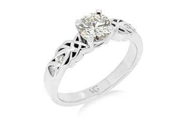Celtic Pattern Diamond Solitaire