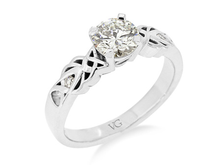 Celtic Pattern Diamond Solitaire