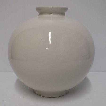 Ceramic round vase off white C1574