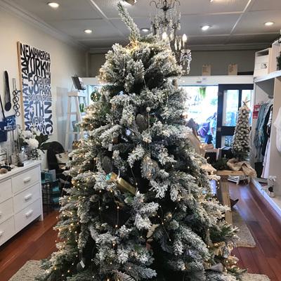 CHRISTMAS FLOCKED TREE