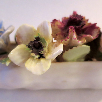 Coalport white log posies