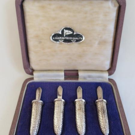 Corn on the cob holders