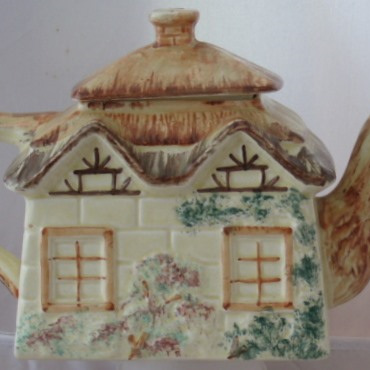 Cottage tea pot