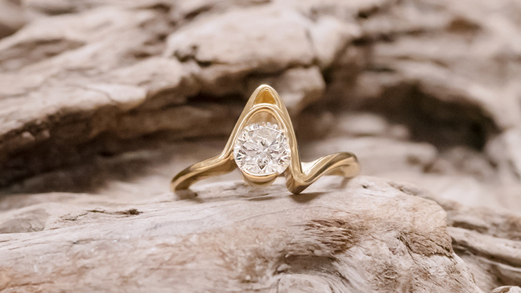 'Cove' from the Sandrift Collection, crafted in yellow gold