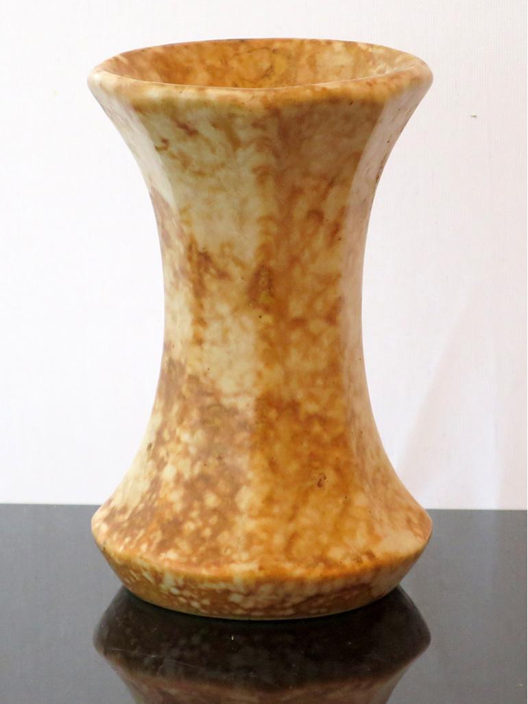 Crown Lynn vase 19