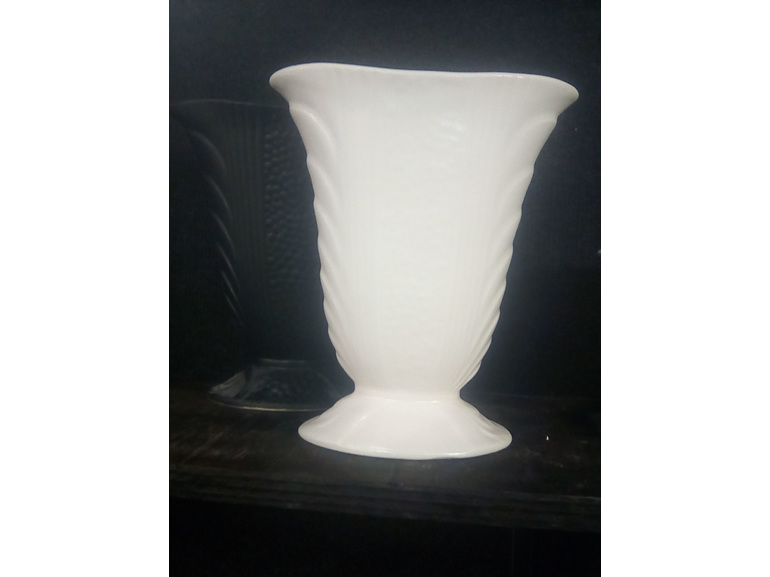 Crown Lynn Vase by Stepa.nz