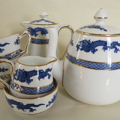 Tea set dragon pattern