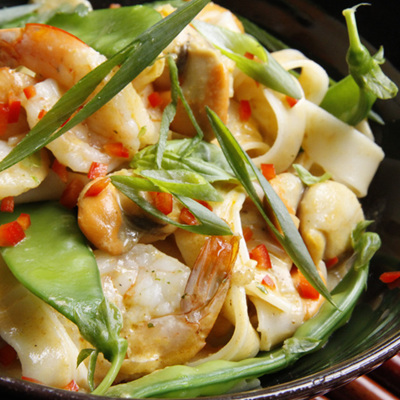 Curried coconut scallops & prawns with rice noodles