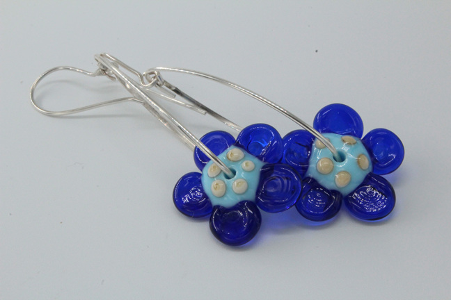 Dangle flower earrings - pale blue/cobalt