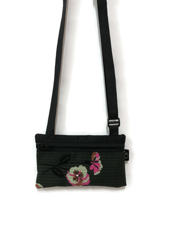 Dark green and bright pink is a great combo for this little handbag