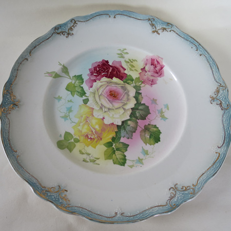 Delicate roses with blue trim