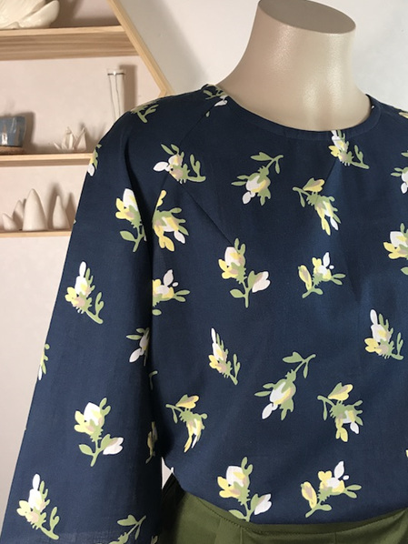 Devon top in navy floral