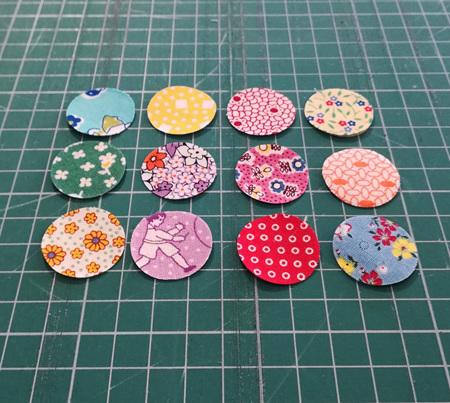 Die Cut 30's Small Circles (24 Pack)