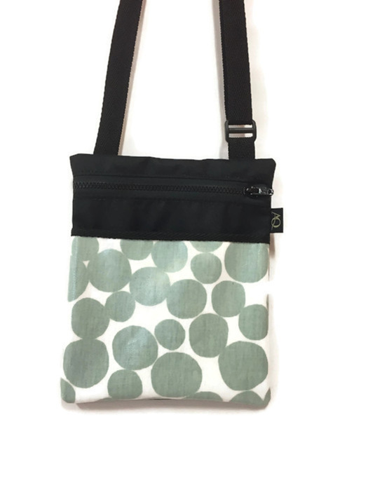 Dory handbag in a simple green and white