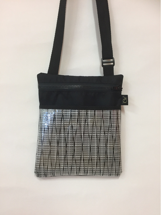 Dory handbag in black & white.  Classy and great for an evening out.