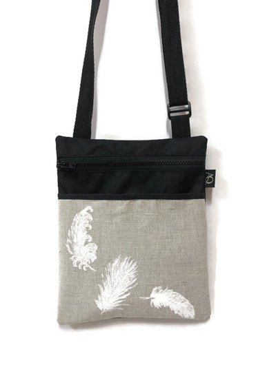 Dory Medium - feathers