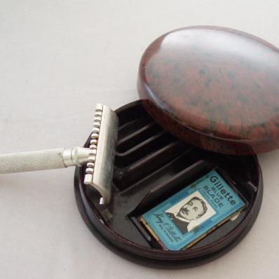 Double edged razor in round bakelite box
