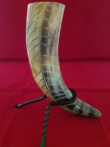 Drinking Horn Type 19 - Engraved Feathers