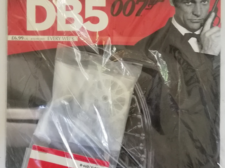 Eaglemoss 1/8 James Bond DB5 Weekly Magazine Issue 19