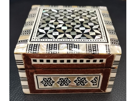 Egyptian Mother of Pearl Box - Size: 3 x 3 x 2 cm