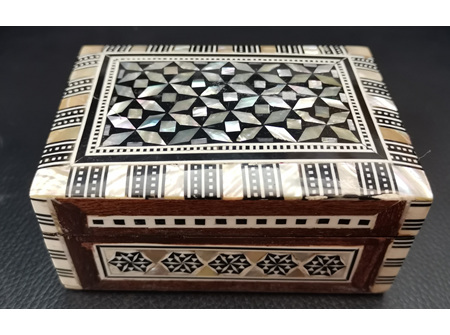 Egyptian mother of Pearl Box - Size: 4 x 3 x 2 cm