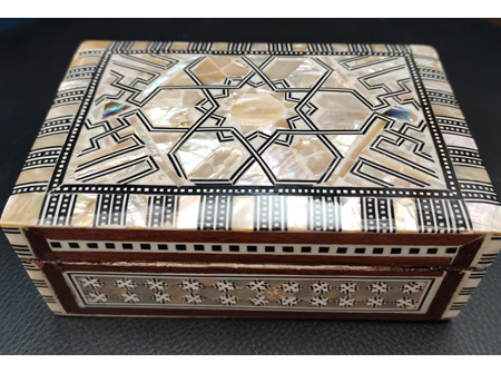 Egyptian mother of Pearl Box - Size: 6.5 x 4.5 x 2 cm