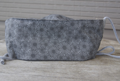 Face Mask in 'Daisy Grey', Size XL (large adult)