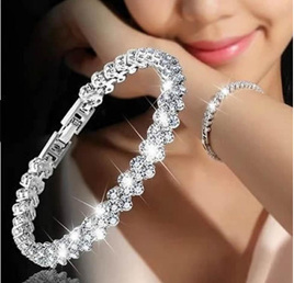 Fashion Crystal Diamond Style Bracelet - Silver coloured.