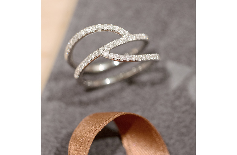fine diamond ribbon ring