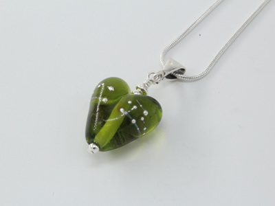 Fine silver trailed heart - grass green (small)