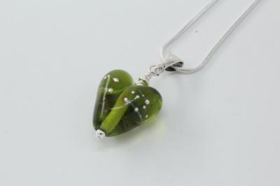 Fine silver trailed heart - grass green (small)