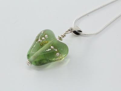 Fine silver trailed heart pendant - light emerald
