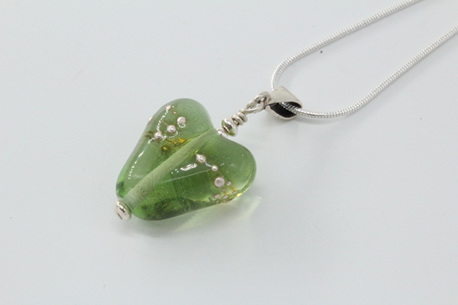 Fine silver trailed heart pendant - light emerald
