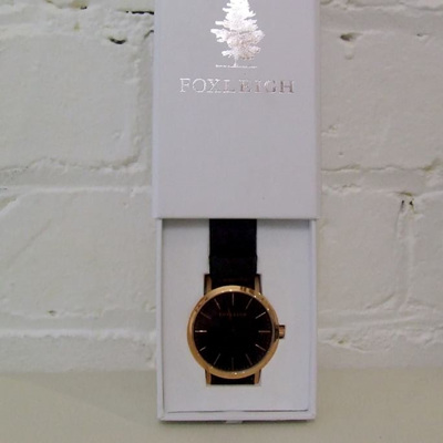 FOXLEIGH GOLD AND BLACK LEATHER TIMEPEICE