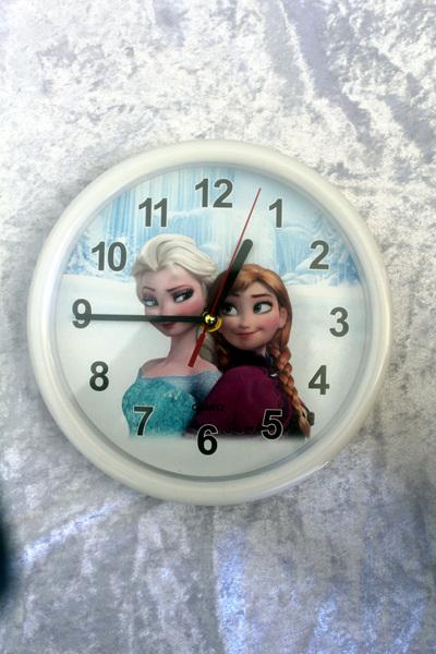 Frozen Clock - White