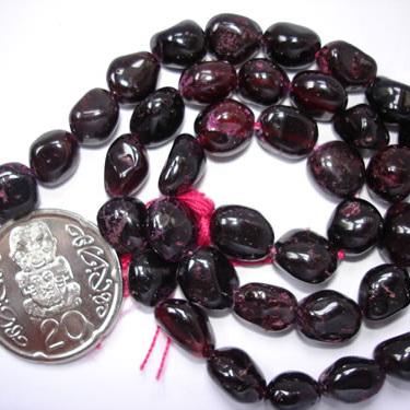 Garnet Tumbled Beads