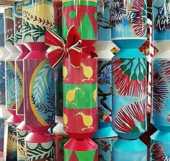 giant christmas crackers