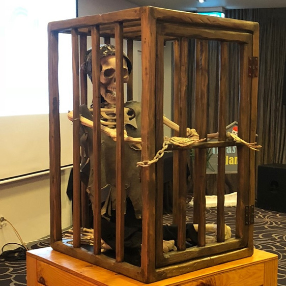 gibbet horror pirate human cage