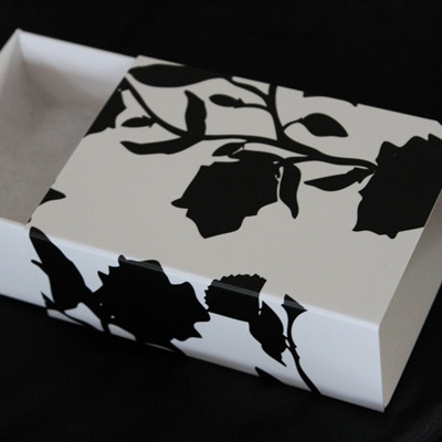 Gift Box - Flower & Fantail (Medium)
