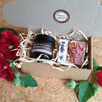 Giftbox- Buttercream & 3 Small Soaps