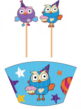Giggle & Hoot cupcake cases & picks x 24 of each.