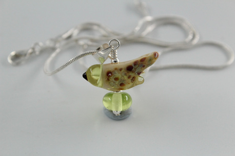Glass bird pendant - yellow opal /pale green