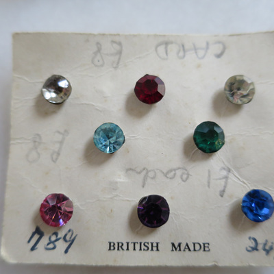 13 glass stone poppers