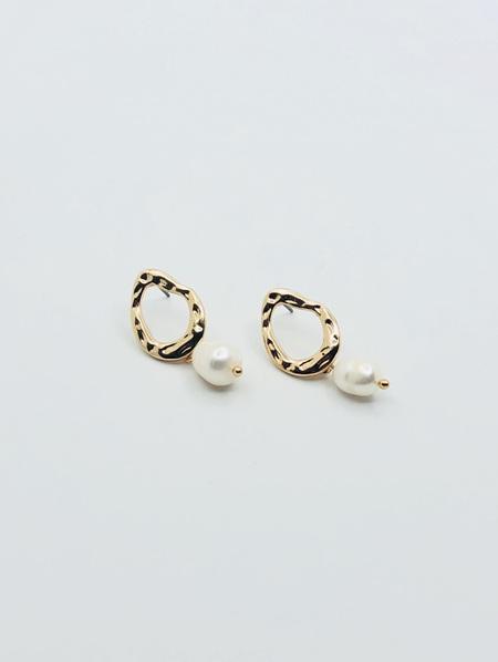 Gold Beaten Circle Pearl Drop Earring