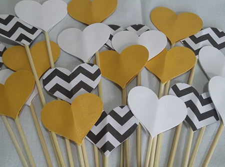 Gold Deco aisle hearts
