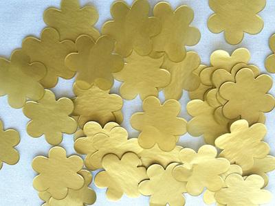 Gold flower confetti
